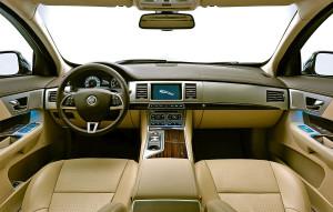 NEW jaguar XF interni