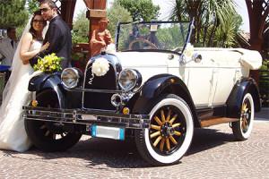 Auto-sposi-Napoli-epoca_Whippet-bicolore