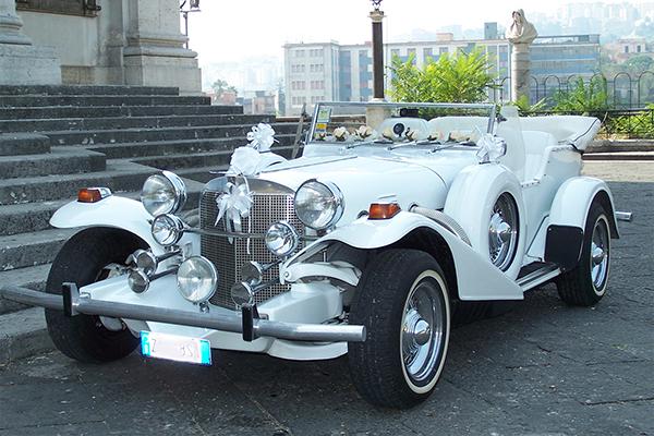 La Excalibur, una vettura d'epoca, per cerimonie che richiedono un auto da favola