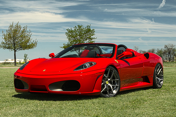 Una Ferrari come auto per il matrimonio, una scelta fatta di coraggio, amore per il bello e stile