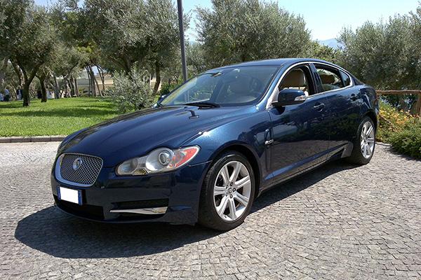 Una auto per il matrimonio che rappresenta una icona dello stile britannico, la Jaguar XF