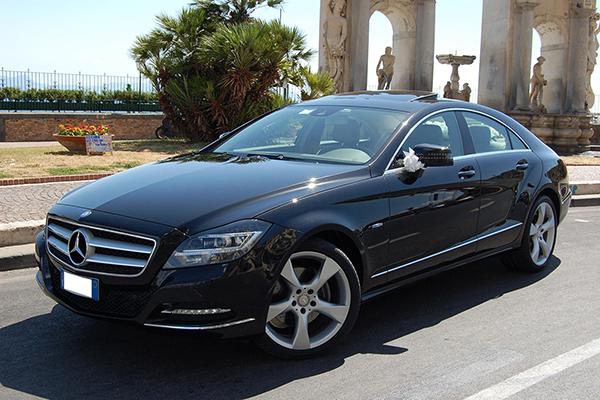 Una ammiraglia sontuosa ed elegante, una auto perfetta per gli sposi, la Mercedes CLS