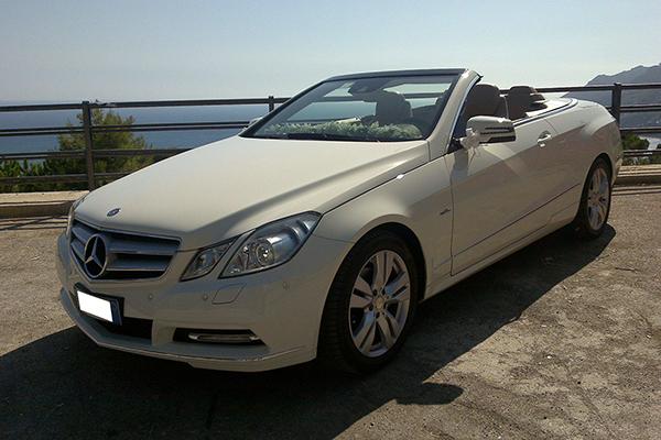 La Mercedes E Cabrio, una cabriolet di grande signorilità e distinzione, perfetta per matrimoni eleganti