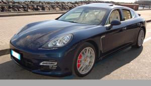 Auto Sposi Napoli | Porsche Panamera blu | Auto per cerimonie raffinate