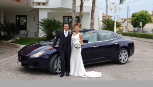 Auto Sposi Napoli | Una Maserati blu e la coppia di sposi che ne ha fatto la propria auto di nozze