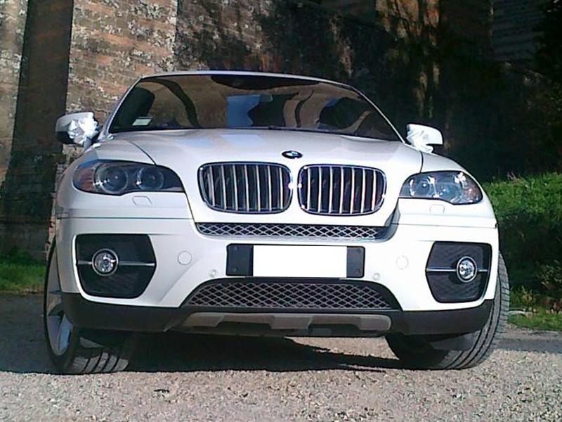 Auto sposi Napoli | BMW X6, una auto dalle caratteristiche uniche, ideale per gli sposi