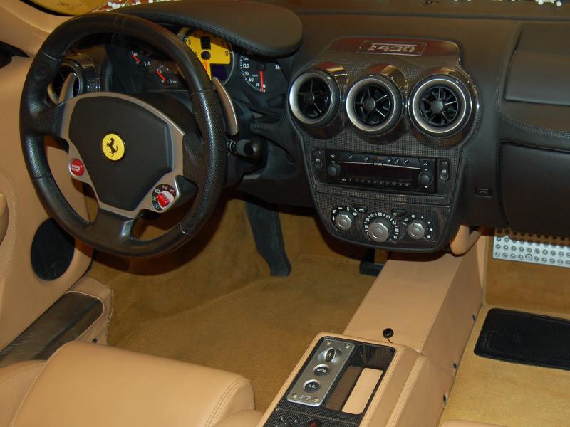 Auto per cerimonie Napoli | Ferrari per il matrimonio | Una Ferrari f430 per gli sposi, orgoglio del nostro autonoleggio per le nozze