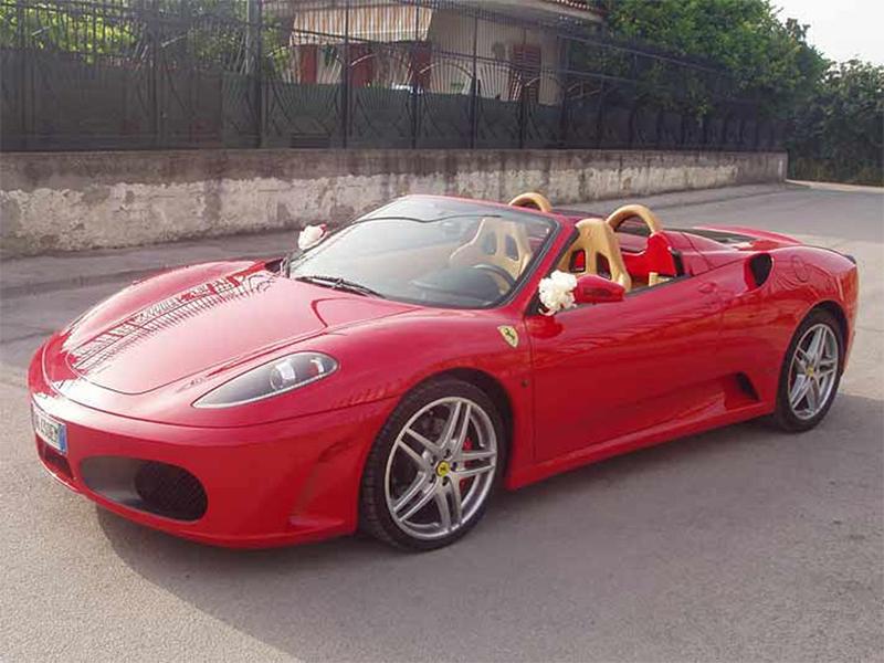 Auto Matrimonio Napoli | Una Ferrari per gli sposi, una scelta di stile e bellezza per le nozze