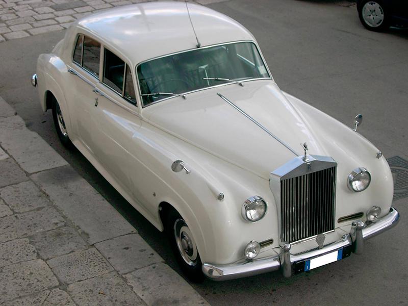 Auto sposi Napoli | Rolls Royce, una auto regale per cerimonie