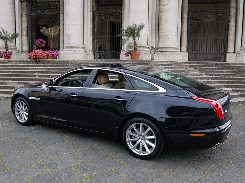 Auto Matrimonio Napoli | Jaguar XJ per matrimoni eleganti e cerimonie raffinate