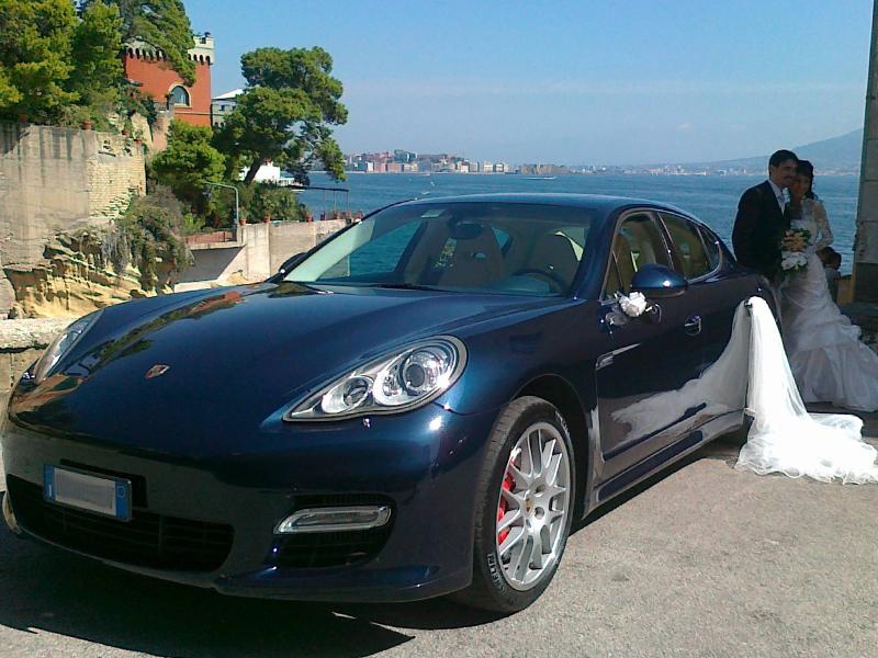 Auto sposi Napoli | Autonoleggio per sposi | Porsche Panamera per cerimonie