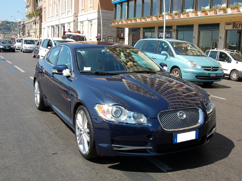 Auto Matrimonio Napoli | Jaguar XF, auto ideale per cerimonie