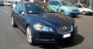 Auto-Sposi-Napoli_Jaguar-XF_noleggio-cerimonie-nozze