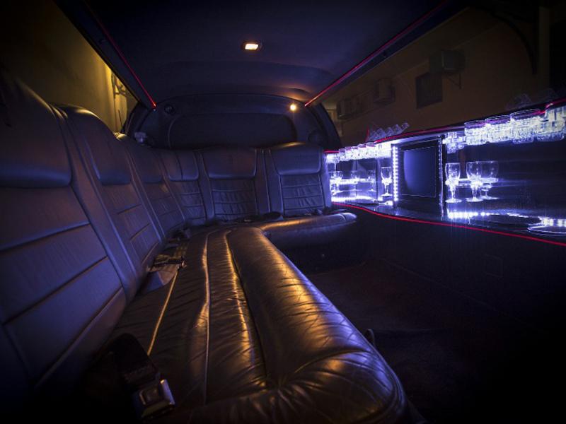Limousine per cerimonie Napoli | Gli interni della Lincoln limousine, in noleggio by Auto Matrimonio Napoli
