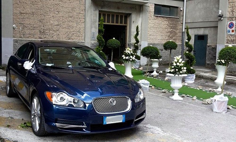 auto-sposi-Napoli_Jaguar-XF_noleggio-cerimonie