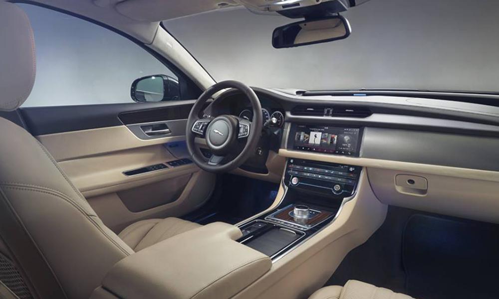 auto-sposi-Napoli_Jaguar-XF_noleggio-con-autista