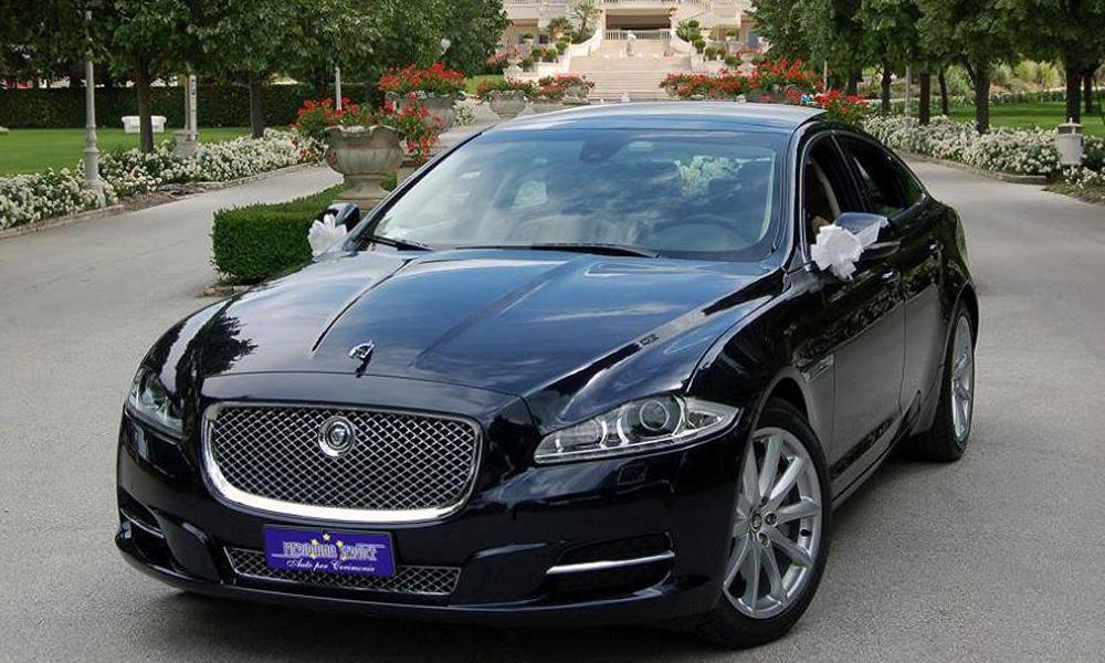 auto-sposi-Napoli_Jaguar-XJ_noleggio-cerimonie