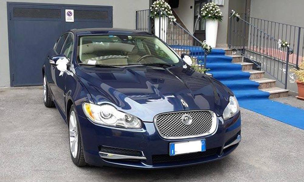 auto-sposi-Napoli_Jaguar-XJ_noleggio-nozze