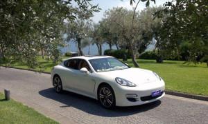 auto-sposi-Napoli_Porsche-Panamera-bianca_noleggio-matrimonio
