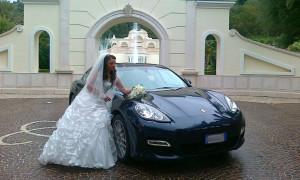 auto-sposi-Napoli_Porsche-Panamera-blu_noleggio-nozze