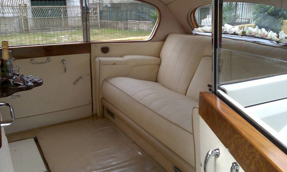 auto-sposi-Napoli_Rolls-Royce-d-epoca_noleggio-nozze