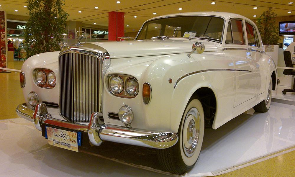 auto-sposi-Napoli_Rolls-Royce-princess-d-epoca_noleggio-matrimonio
