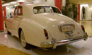 auto-sposi-Napoli_Rolls-Royce-princess-d-epoca_noleggio-nozze