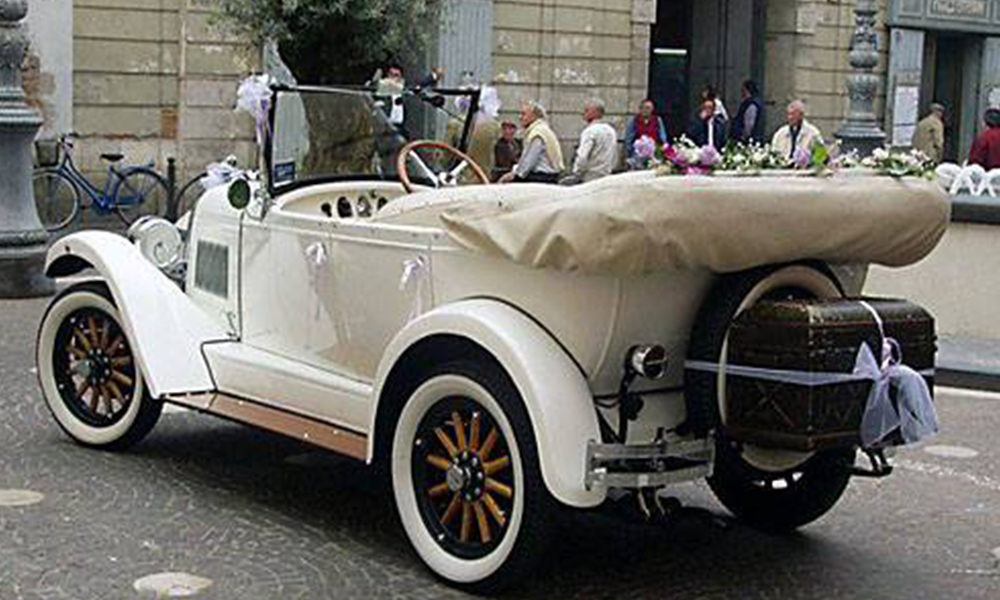 auto-sposi-Napoli_Whippet-d-epoca_noleggio-nozze
