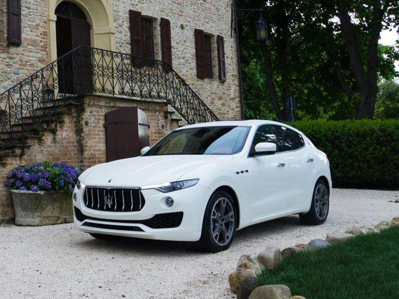 Auto-Matrimonio-Napoli_Maserati-Levante_Noleggio-nozze