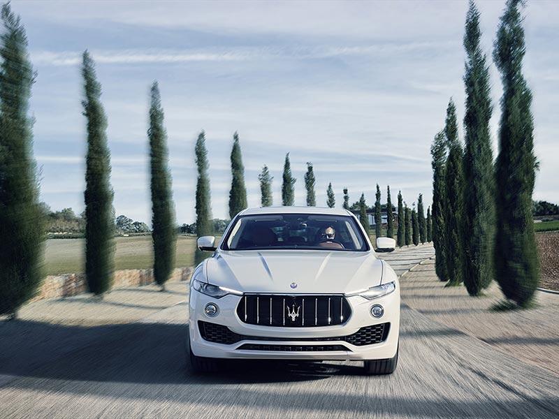 Auto-Matrimonio-Napoli_Maserati-Levante_Noleggio-per-cerimonie