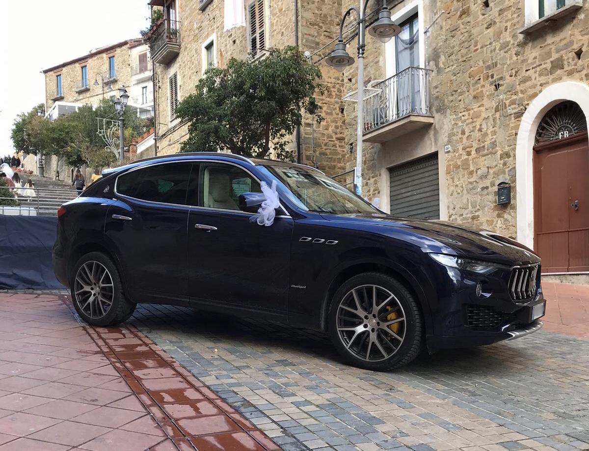auto-sposi-Napoli_maserati-blu_auto-noleggio-napoli