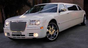Auto Sposi Napoli   Chrysler Limousine   Una auto per cerimonie all'insegna dello sfarzo e del lusso