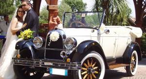 Auto Sposi Napoli   Whippet  Una auto da fiaba per cerimonie da sogno