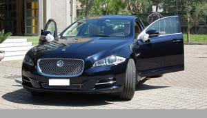 Auto Sposi Napoli   Jaguar XJ   Una auto elegante per cerimonie dal lusso nobile