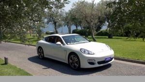 Auto Sposi Napoli   Porsche Panamera bianca   Una auto dalla eleganza unica per cerimonie raffinate
